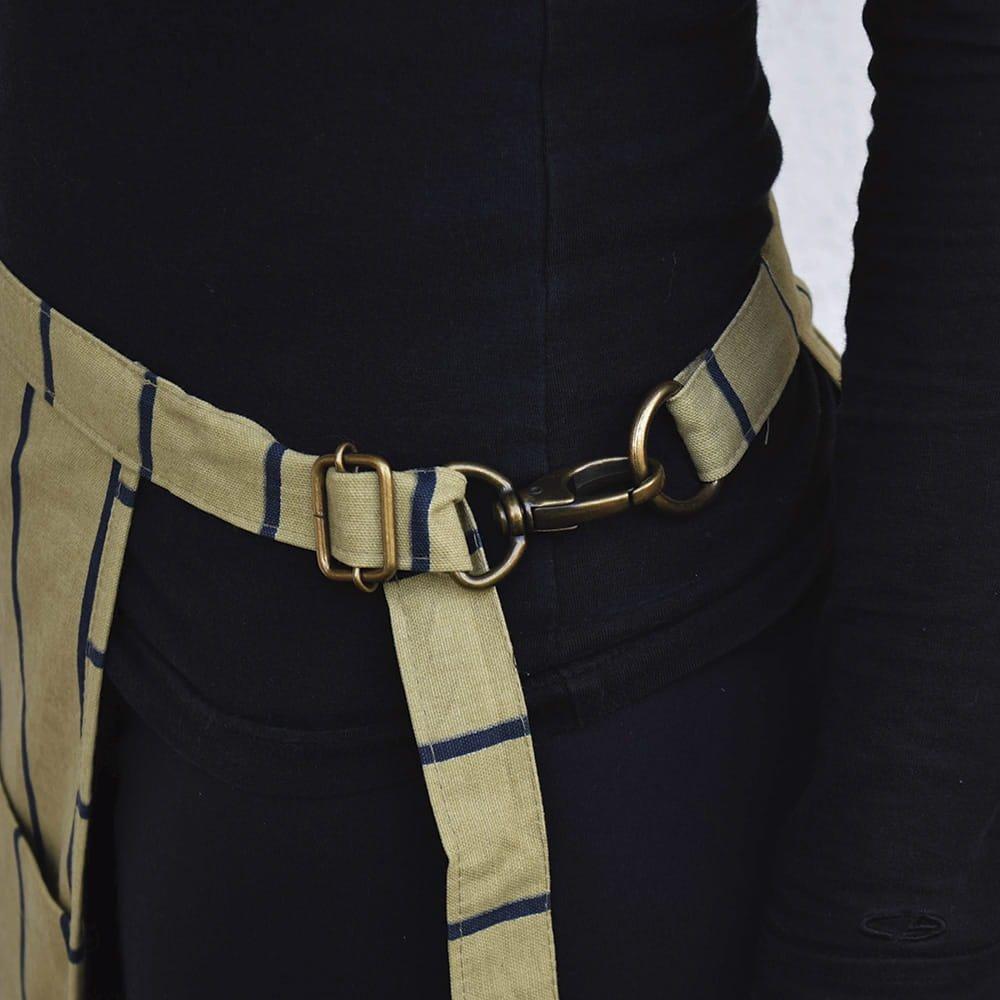 avental-tarsila-listrado-aprons-ocre-3-1000x1000-min